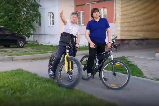 Глава Тобольска на велосипеде совершил рабочую поездку по улицам города