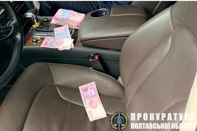 Экс-чиновника Полтавской ОГА задержали на получении 50 тыс. гривен взятки
