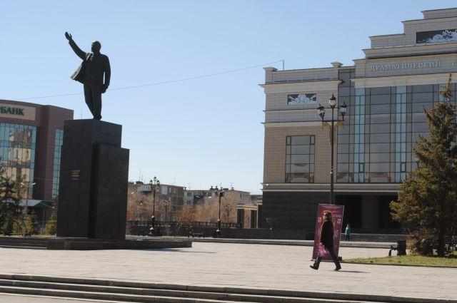 За неисполнение контрактов по капитальному ремонту автомобильных дорог в г. Орске подрядчик оштрафован на 618 тыс. рублей.