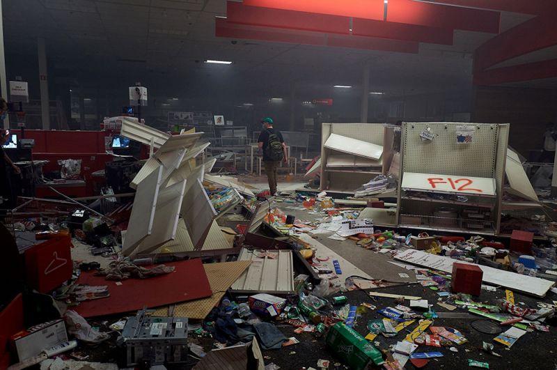 Разграбленный супермаркет Target в Миннеаполисе.