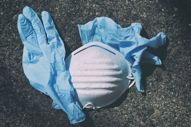 С 1 июня ношение масок и перчаток на улицах Петербурга перестало быть обязательным. Послабления вводятся и в Москве.