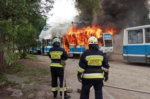 В Днепре полностью сгорел трамвай: подробности