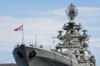 Тяжелый атомный ракетный крейсер «Петр Великий» на причале главной базы Северного флота в Североморске..
