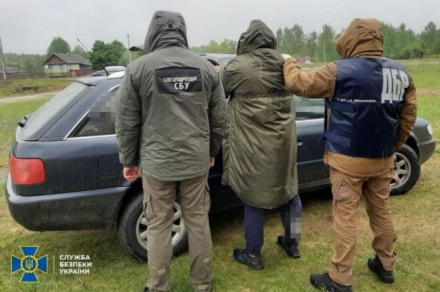 В Ровенской области сотрудников налоговой службы поймали на взятках
