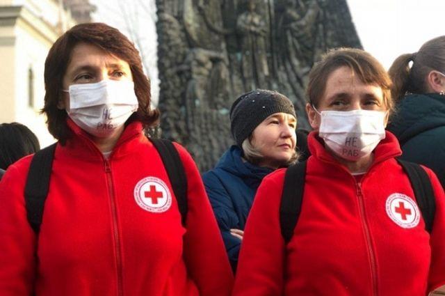 В Украине с COVID-19 борется 6,7 тысяч медиков