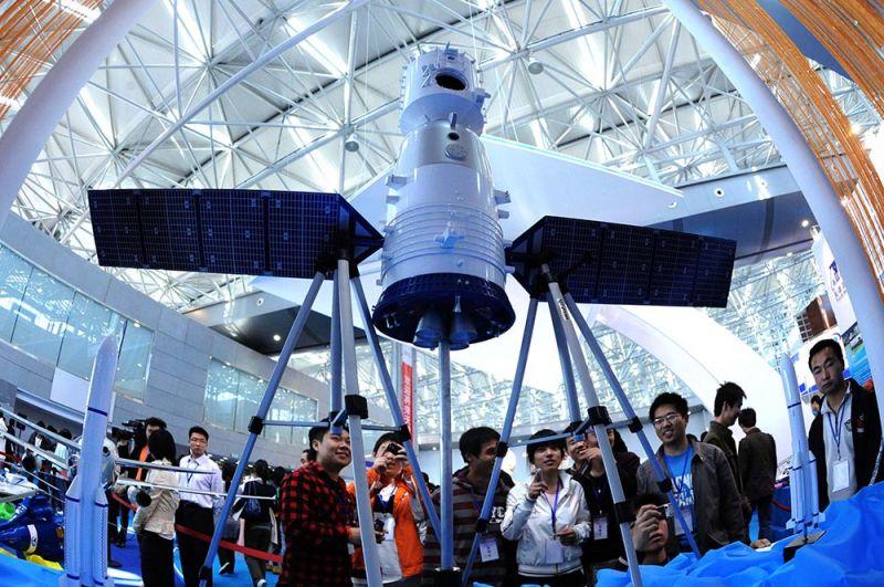 «Шэньчжоу». Полет корабля «Шэньчжоу-5» сделал Китай в 2003 году третьей в мире страной, самостоятельно отправившей человека в космос. Две предыдущие китайские пилотируемые программы — «Шугуан» (конца 1960-х — начала 1970-х) и FSW (конца 1970-х — начала 1980-х) — были прекращены, не достигнув цели.