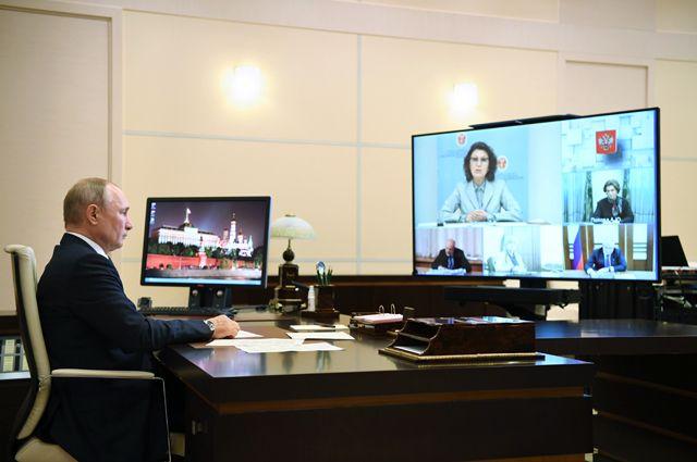 Владимир Путин проводит совещание с руководством ЦИК и членами рабочей группы по подготовке предложений о внесении поправок в Конституцию.