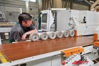 Фабрики возобновили работу, но покупателям не до мебели.
