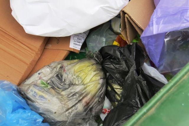 Суд постановил, что женщина должна привести в порядок свое жилье, она годами собирала в квартире мусор.