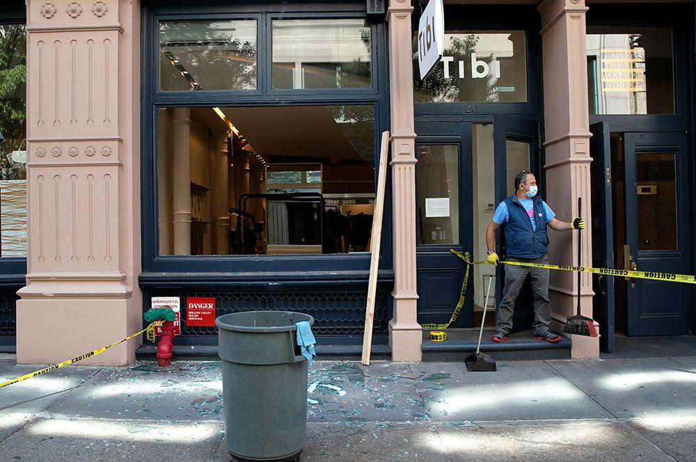 Владелец магазина в Нью-Йорке после погромов.