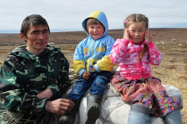 Ямальские семьи начали получать выплату на детей от 3 до 16 лет