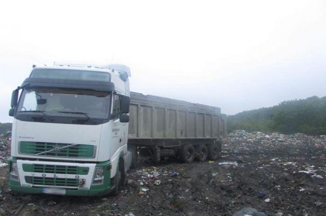 Львовский мусор снова мигрирует: в Киевской области задержаны три грузовика