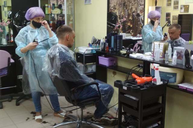 В Коми открылись парикмахерские и салоны красоты.