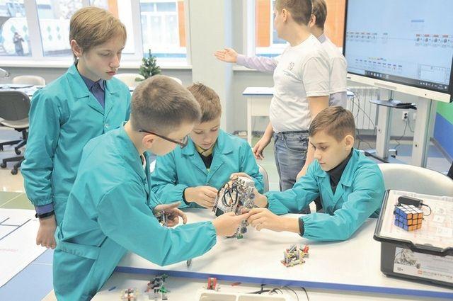 Будущих учёных нужно готовить сегодня. Так, в технопарке «Кванториум», к примеру, брянские дети знакомятся с самыми передовыми технологиями и оборудованием.