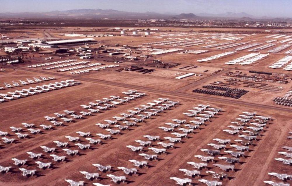 Кладбище авиатехники, авиабаза «Девис-Монтен», Аризона, США. После Второй мировой войны это место было выбрано для хранения авиационной техники из-за сухого климата и твердой почвы.