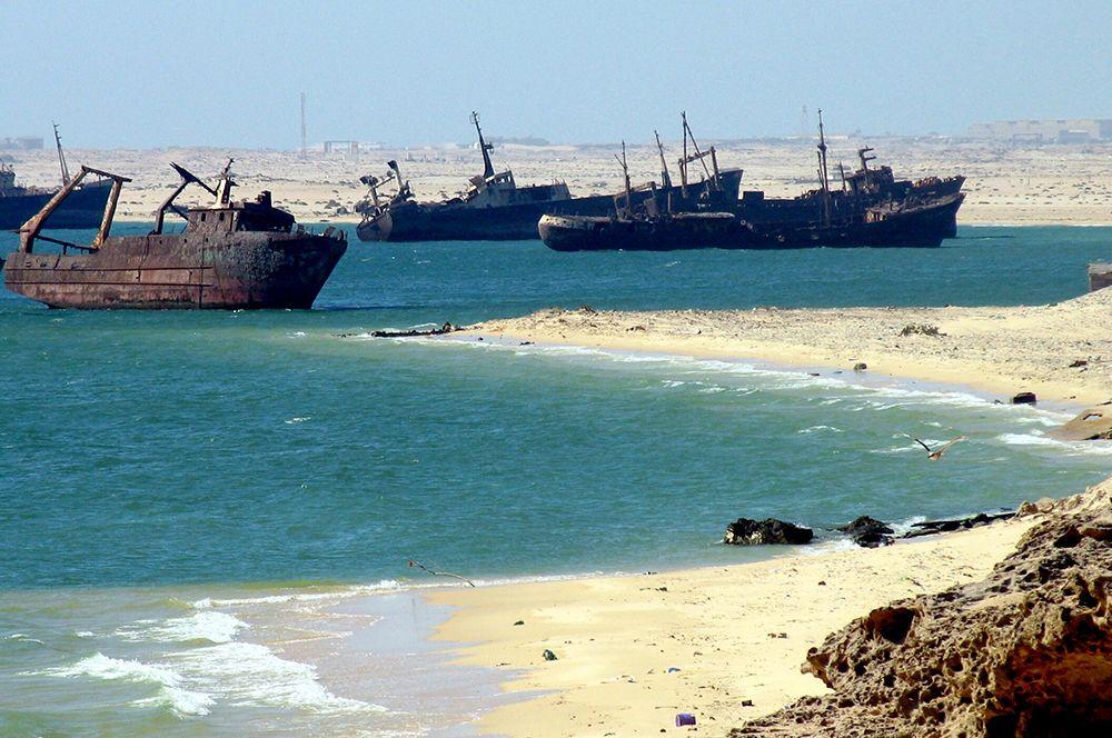 Кладбище кораблей, Нуадибу, Мавритания. Кладбище кораблей в Нуадибу — самое большое кладбище заброшенных кораблей.