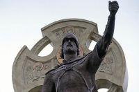 Фрагмент памятника Александру Невскому в Калининграде работы архитектора и художника Вадима Цыганова.