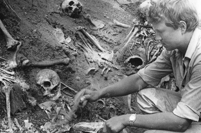 Челябинские археологи работают на раскопках в районе Золотой горы.