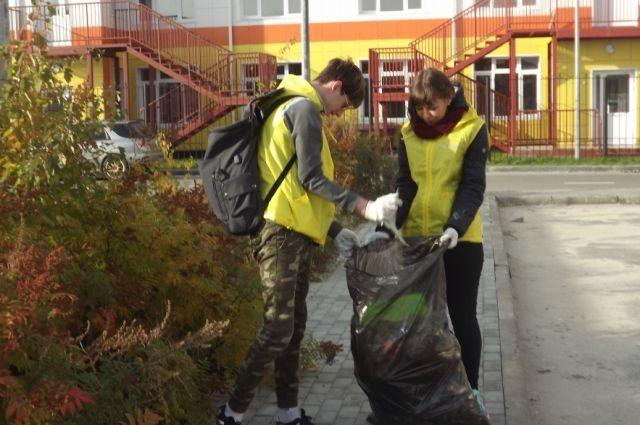Ежегодно подростки и молодежь помогают благоустроить окружной центр