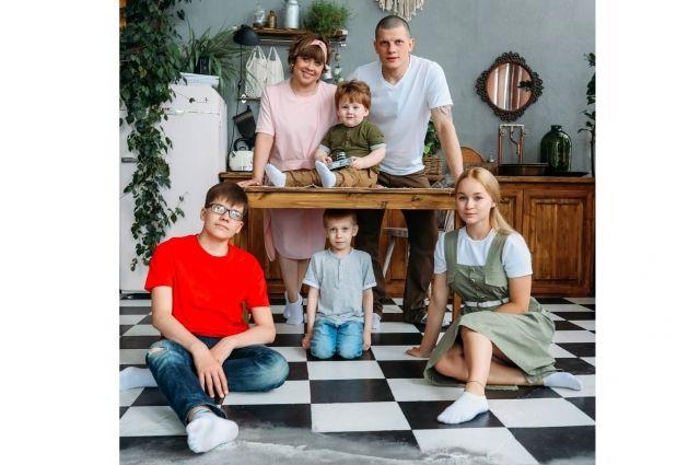 Семья Тиуновых из Сургута приняла участие в онлайн- празднике детства
