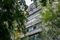 Разбилась насмерть: в Днепре пенсионерка выпала из окна четвертого этажа