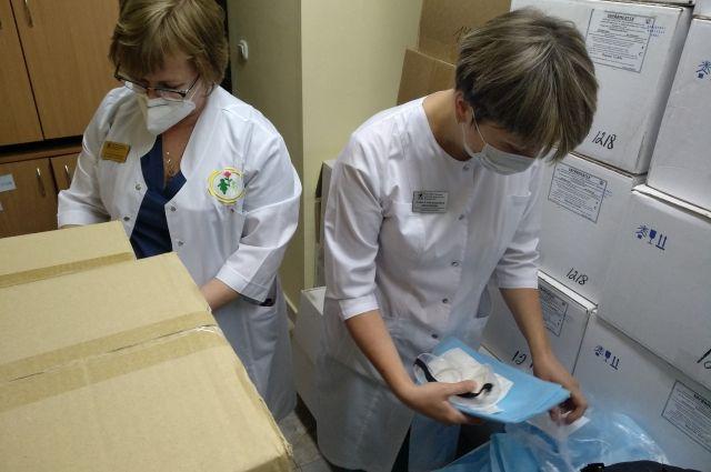 Минздрав ежедневно контролирует наличие СИЗ в медицинских организациях.