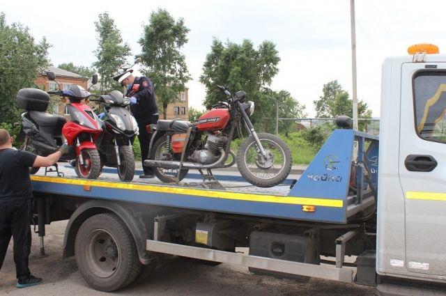 Всего к ответственности привлекли 10 водителей мотоциклов и мопедов.