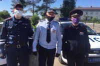 Старший лейтенант полиции Сергей Барбашов, лейтенант полиции Юрий Игошев, и лейтенант полици Альбер Суфянов спасли мужчину, которому стало плохо за рулём.