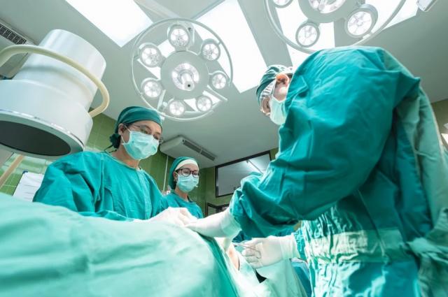 Две уникальные высокотехнологичные операции провели оренбургские врачи.