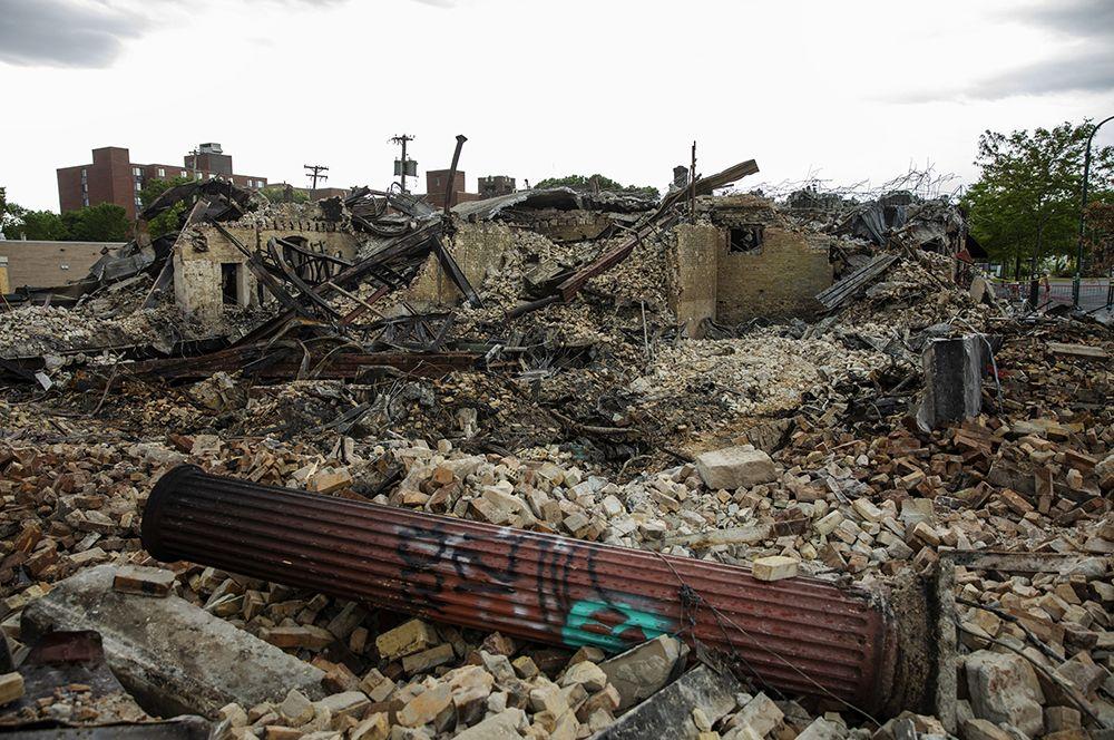 Сожженное здание в Миннеаполисе.