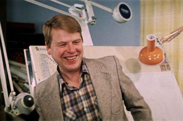 Михаил Кокшенов в фильме «Самая обаятельная и привлекательная», 1985 г.