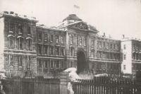 В 1920 году в здании судебных установлений находился Сибревком. Ныне его занимает Законодательное Собрание Омской области.