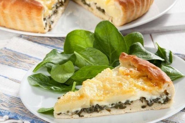 Готовим на Троицу: рецепт пирога на кефире со сладкой щавелевой начинкой