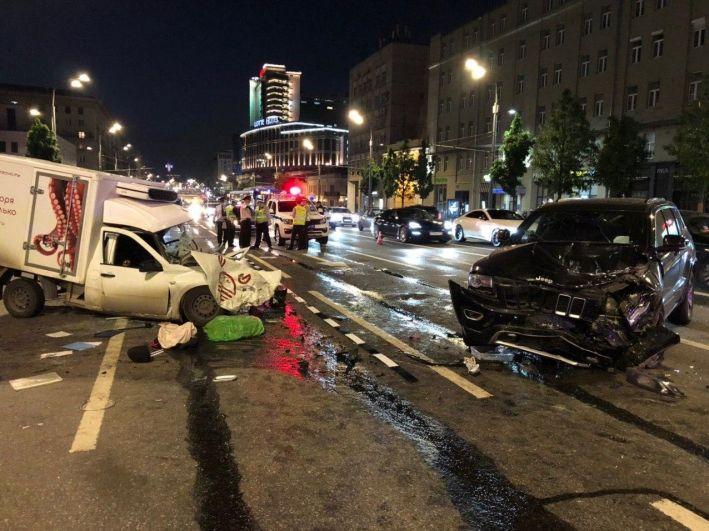 На месте аварии с участием Михаила Ефремова на Смоленской площади.