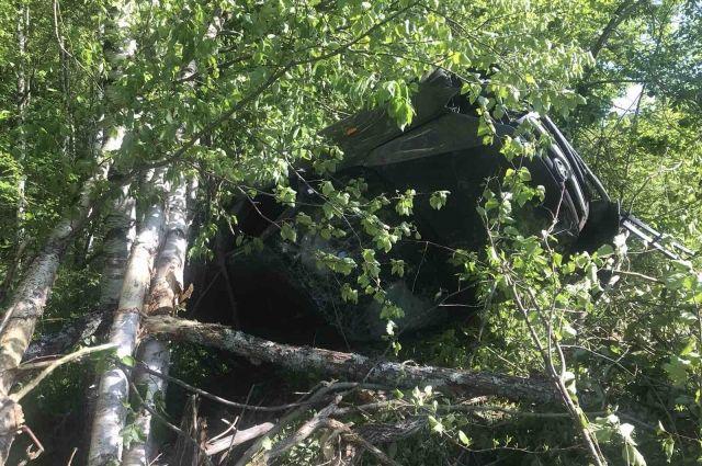 Автомобиль вылетел с дороги в кювет.