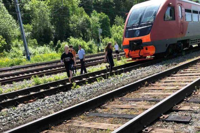 Школьников на перегоне «Пермь-1 – Славянова» заметили сотрудники транспортной полиции.