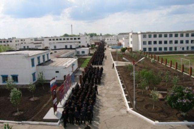По факту получения взятки возбуждено уголовное дело в отношении должностного лица ФКУ ИК № 8 УФСИН России по Оренбургской области.