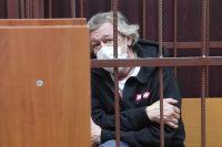 Михаил Ефремов во время избрания меры пресечения в Таганском суде Москвы.