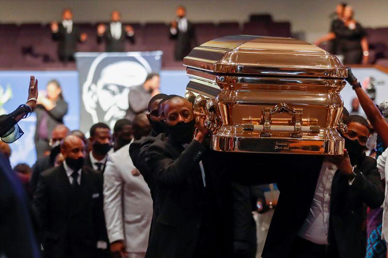 Флойд, которому на момент гибели было 46 лет, погребен рядом со своей матерью.
