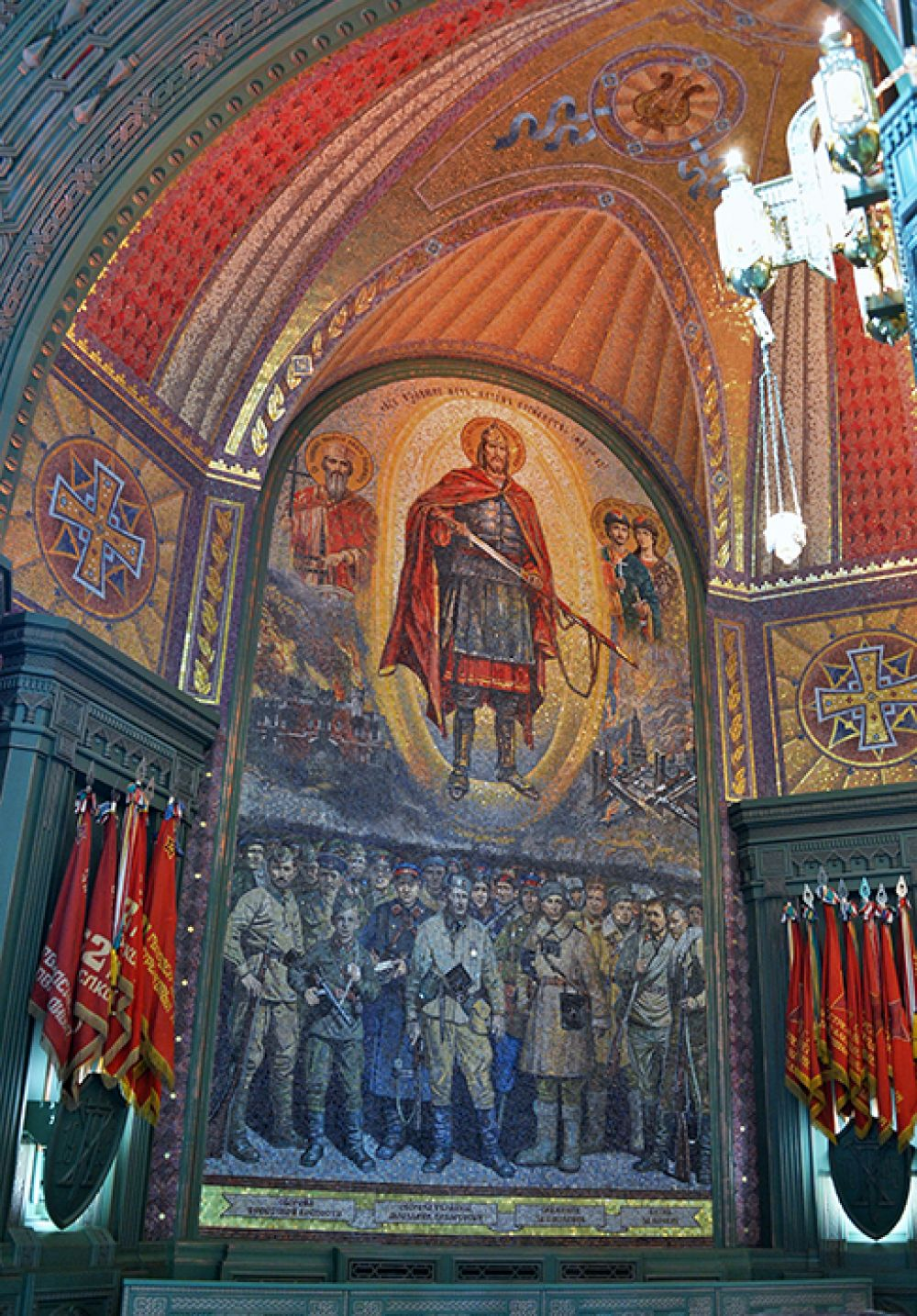 Мозаика в интерьере главного храма Вооруженных сил РФ.