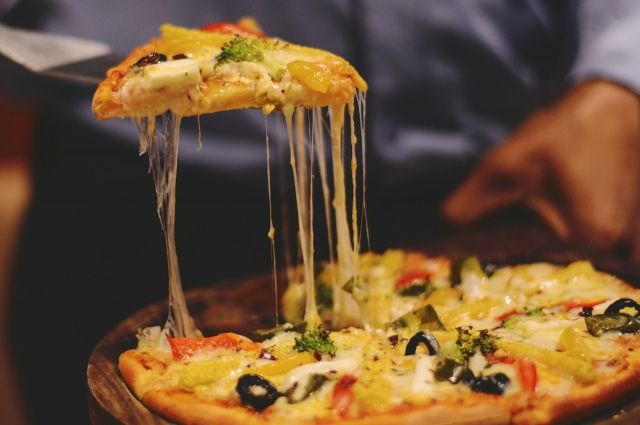 В Тобольске грабители отобрали у курьера 12 коробок пиццы