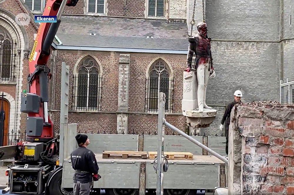 В Антверпене демонтировали памятник бельгийскому королю Леопольду II.