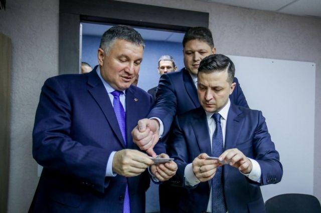 Девять жизней министра: когда, кто и как может уволить Арсена Авакова