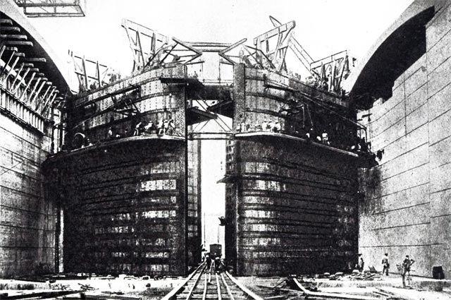 Фотография шлюзовых ворот на Панамском канале.