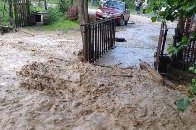 В Закарпатской области ливень превратил улицы села в сплошную реку
