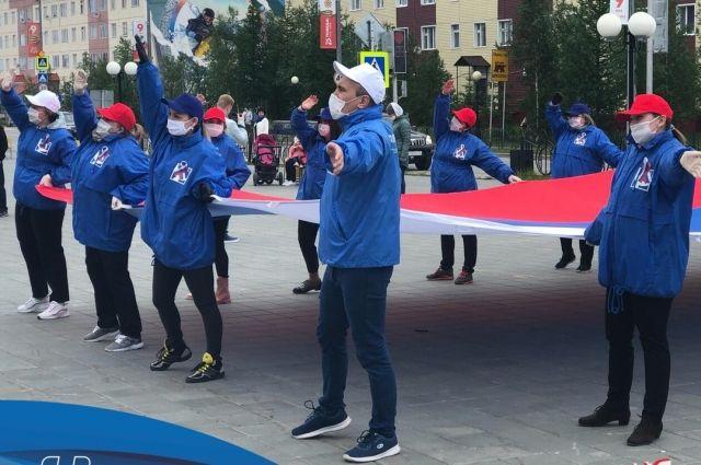 В Салехарде в рамках празднования Дня России провели красочный флешмоб