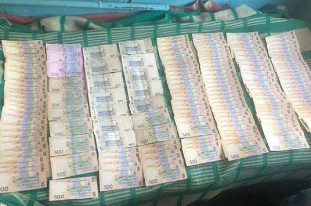В Николаеве чиновник «заработал» на дезинфекции остановок 82 тысячи гривен
