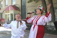 Для винзилинцев в День России концертные бригады поют песни о Родине