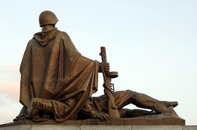 В Тюменской районе занимаются ремонтом памятников войнам-землякам