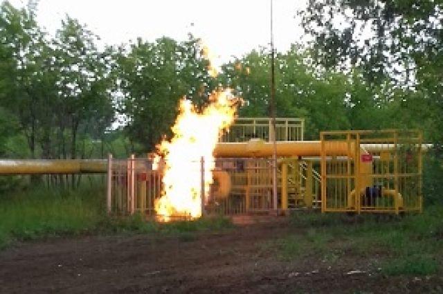 12 июня в 14:05 на пульт аварийно-диспетчерской службы АО «Омскгоргаз» поступил звонок от проезжавшего по трассе мужчины о возгорании газопровода.